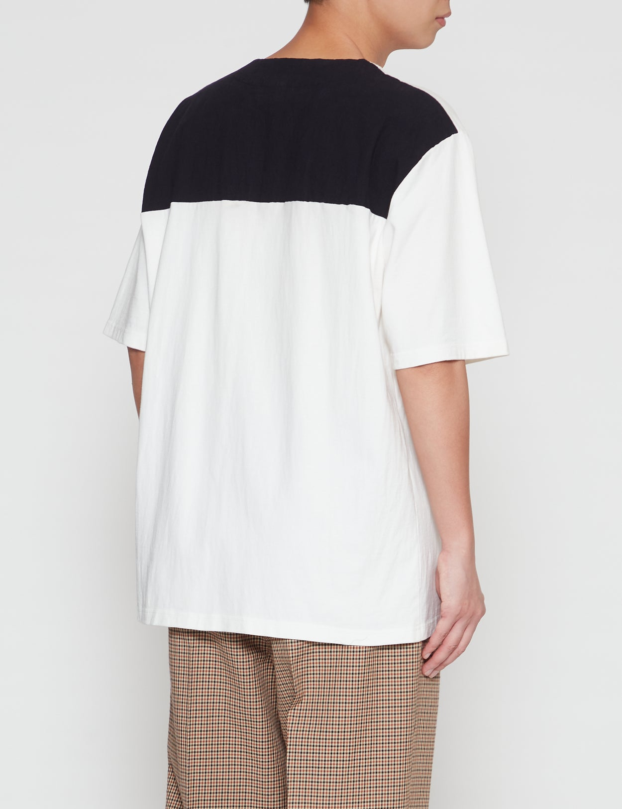 BLACK AND WHITE SHORT SLEEVE T-SHIRT