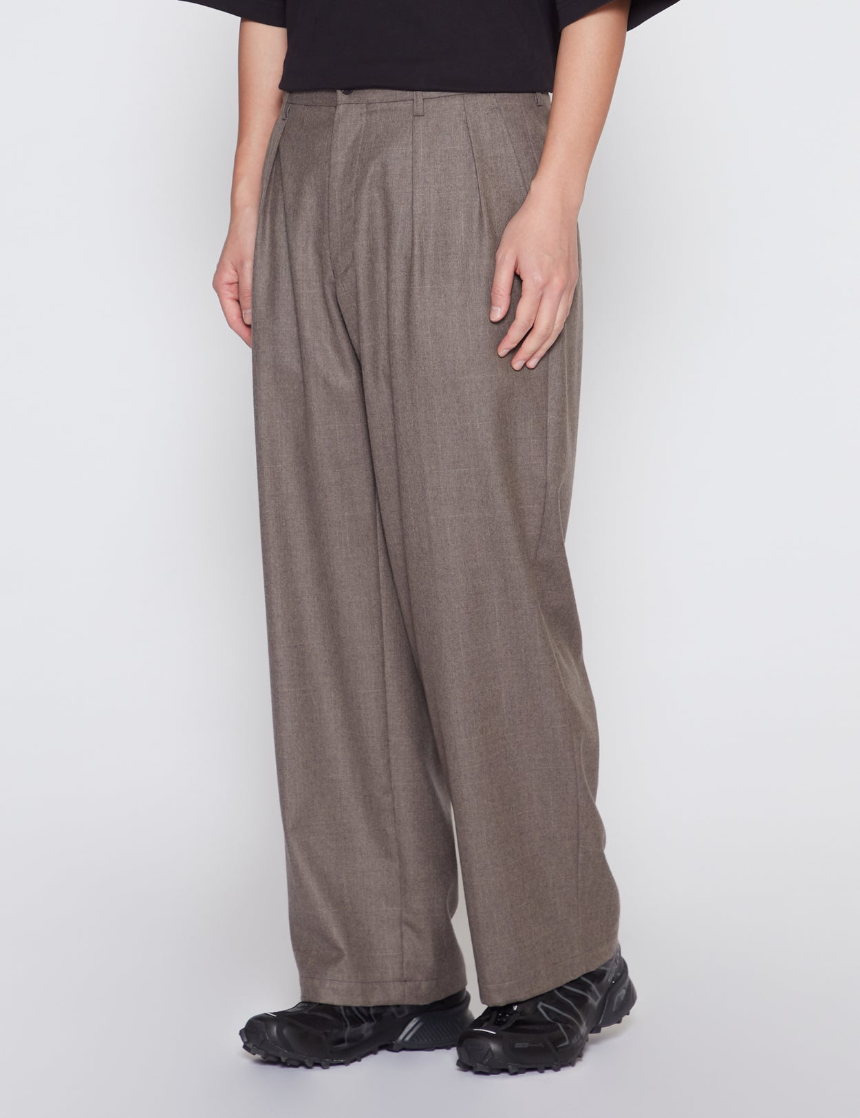 BROWN TWO TUCK WIDE TROUSERS
