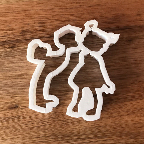 Girl and Boy Kissing cookie Cutter