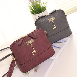 Women Fashion Mini Bag With Deer Toy Shell Shape Perfect for Summer