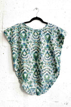 Load image into Gallery viewer, Short Sleeve Split Back Printed Blouse