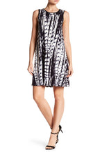 Load image into Gallery viewer, Sleeveless Printed Shift Dress
