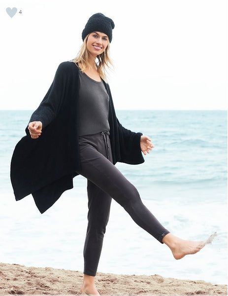 Barefoot Dreams CozyChic Weekend Wrap in Black