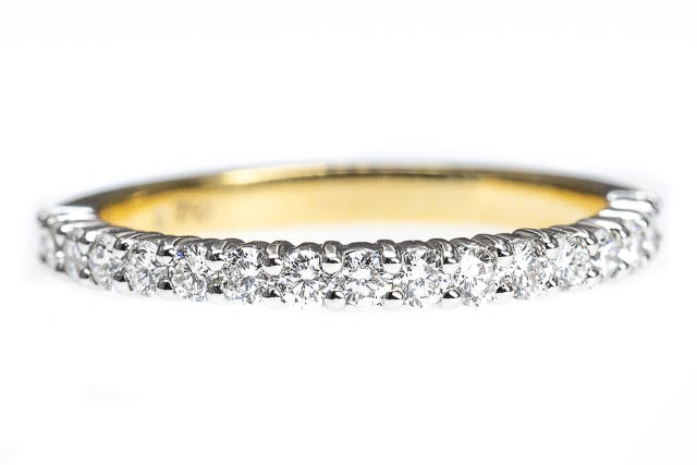 18ct Gold Shared Claw Diamond Band