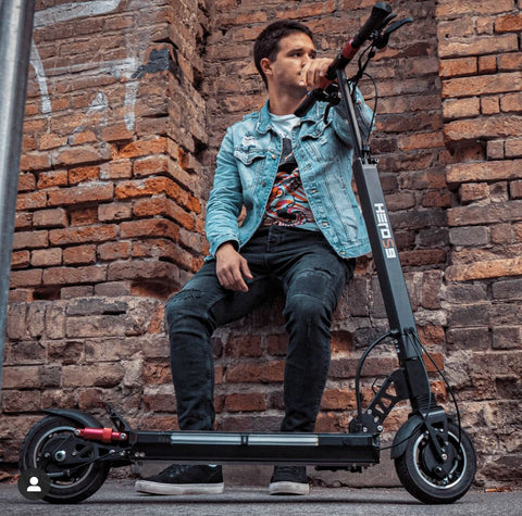Electric scooter manfirth