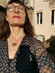 Avec le collier Lune&Soleil moutarde
