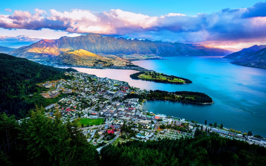 7027833-queenstown-new-zealand-wakatipu-lake