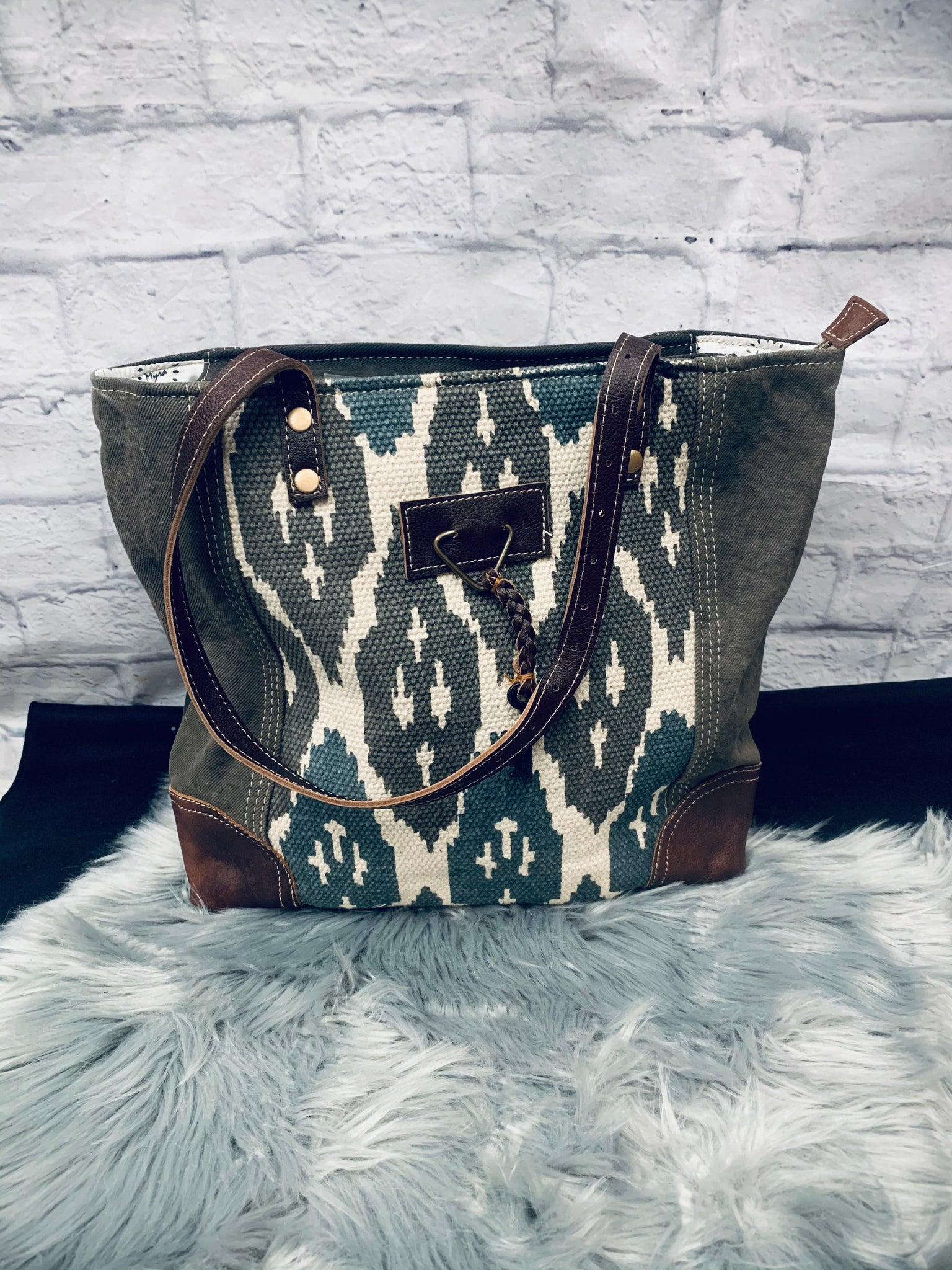 Knotty Affair Tote