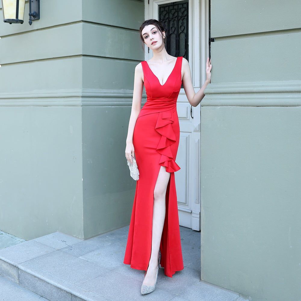 Bride's deep V-neck red slim fishtail dress