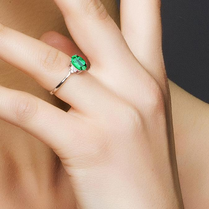 Emerald women's High-end temperament birthday ring