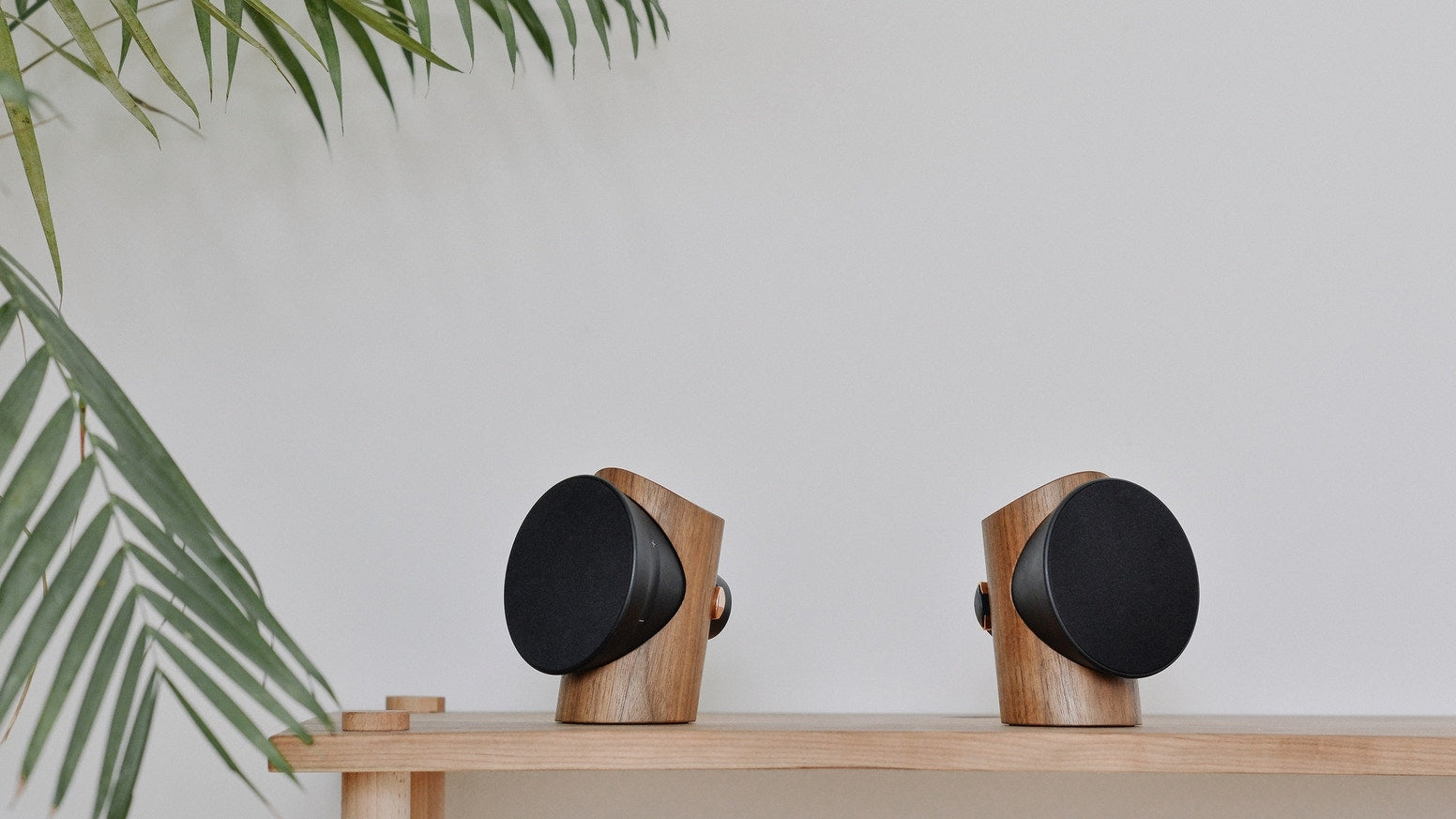 ZOWOO Sun Mao Bluetooth speaker with traditional Chinese mortise-and-tenon joint