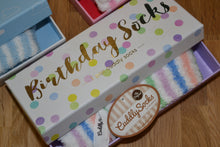 Laden Sie das Bild in den Galerie-Viewer, Cuddly Socks in Geschenkbox