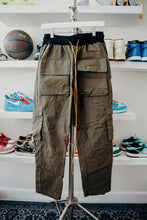 Load image into Gallery viewer, MNML Cargo Pans Sz M (30-32)