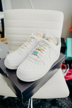Load image into Gallery viewer, Nike AF1  '07 LX Bling 10 (Womens Size)