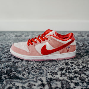 "Nike SB Dunk Low ""Strange Love"" Sz 11"