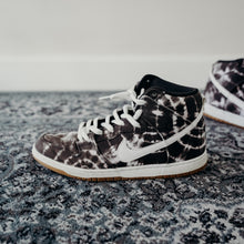 Load image into Gallery viewer, Nike SB Dunk Tie-Die Sz 11