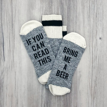 If You Can Read This Bring Me a Beer Men's Socks