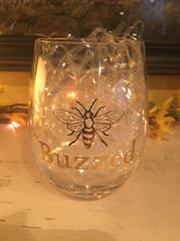 Load image into Gallery viewer, Wine Glass with Bee