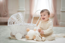 Carica l'immagine nel visualizzatore di Gallery, Completino nascita in maglia NaturaPura/ Knitted shirt with voile collar and pants set - HOPLA' PARMA Baby Collections