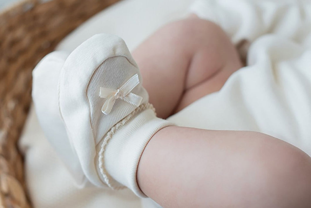 Scarpine bimba con fioccchetto NaturaPura /Booties with a satin bow - HOPLA' PARMA Baby Collections