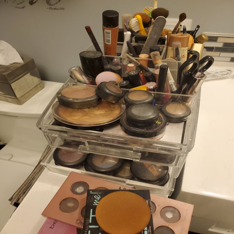 Makeup Expiration Dates You Should Know...