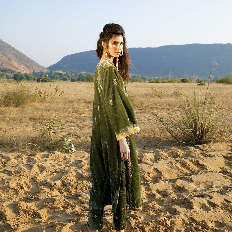 Green Silk Velvet Kurta Set - Ambraee