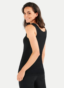 Juvia Fitted Tank Top In Black