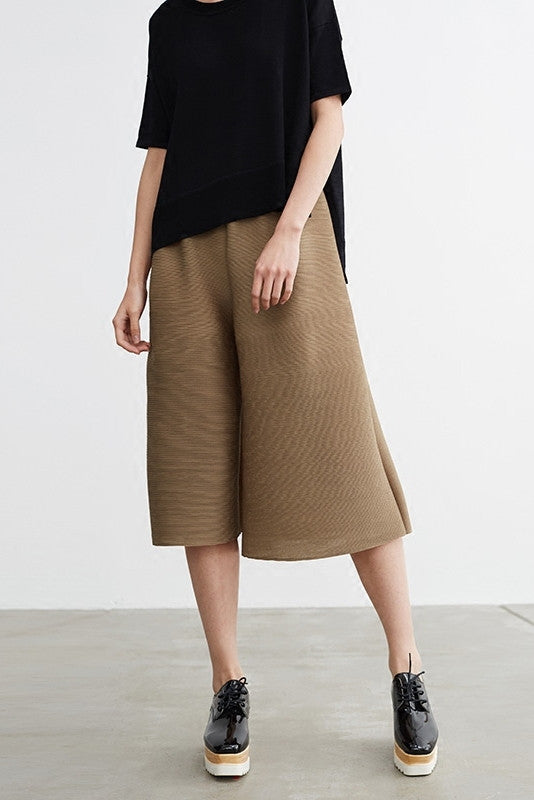 Wide-Leg Pleated Crop Pants