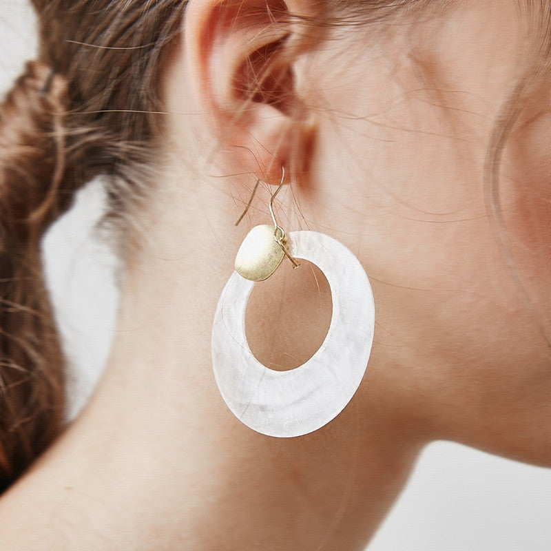 One Piece - Circle Shell Earring