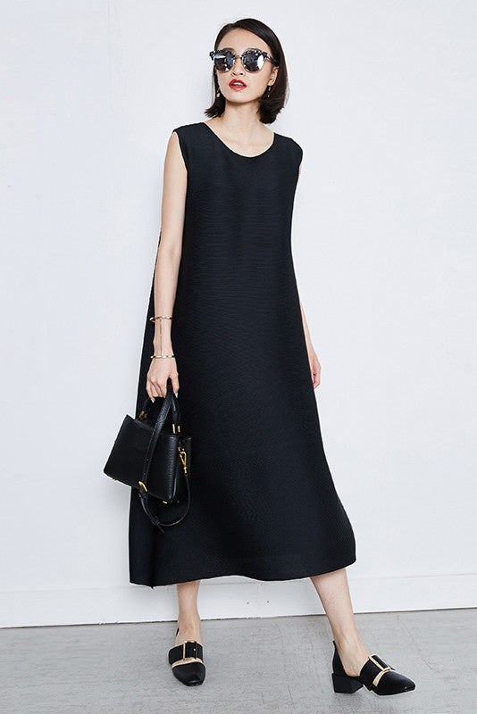 Oversized Sleeveless Pleated Midi Dress