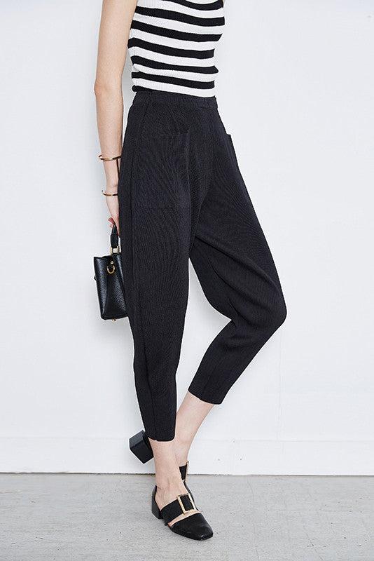 Pleated Balloon Shaped Crop Pant