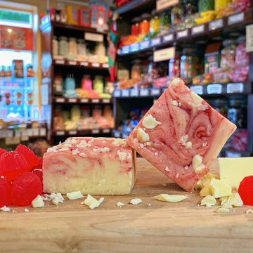 Remarkable Sweet Shop White Chocolate Raspberry Ripple Fudge 100g