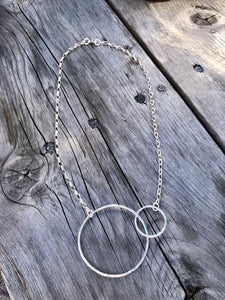 Motherhood interlocking hoops necklace