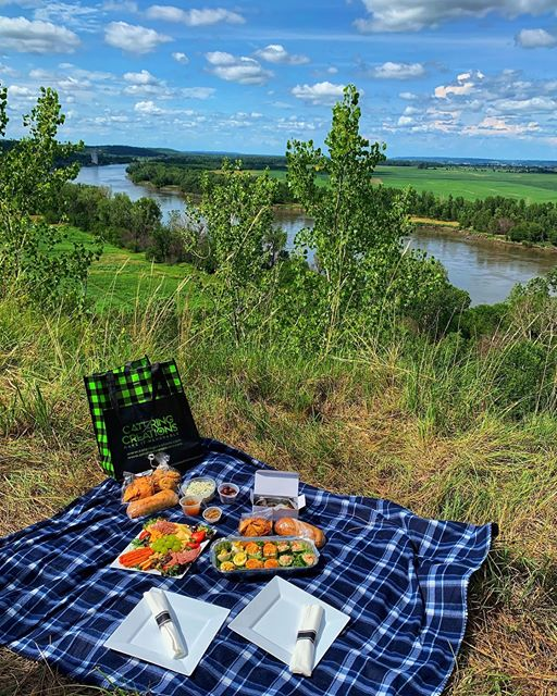 Picnic Basket for Two - Deluxe Package