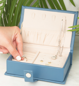 """Everyday is a Getaway"" Retirement Jewelry Case"
