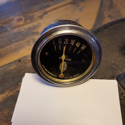FD oil pressure gauge