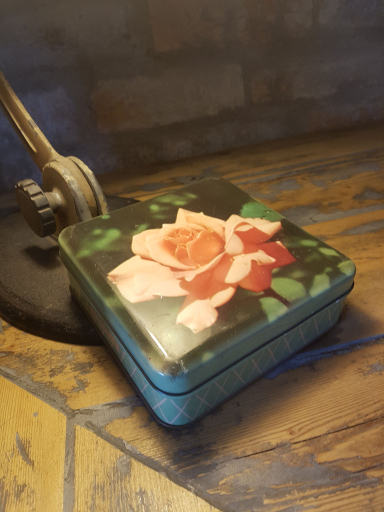 Nestle Rose Tin