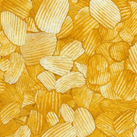 Yellow potatoe chips all over