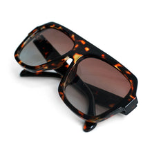 Load image into Gallery viewer, Ladie's Brown Tortoise Rectangular Sunglasses