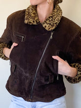 Load image into Gallery viewer, Leopard Suede Jacket (M)
