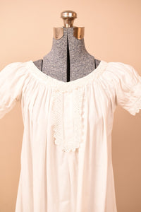 White Victorian Late 1800s Off-Shoulder Nightdress, XS
