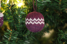 Load image into Gallery viewer, Christmas Glamour Bauble Pattern