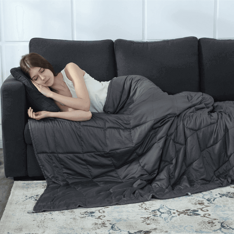 Weighted Blankets can help with sleep deprivation and insomnia to improve your sleep quality.
