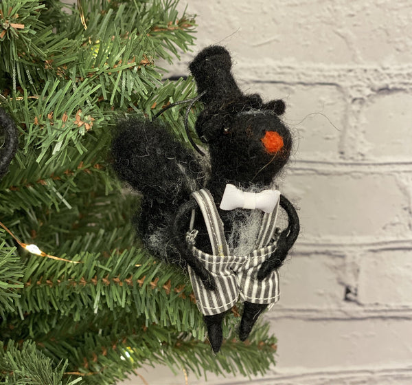 Artiste Skunk Ornament