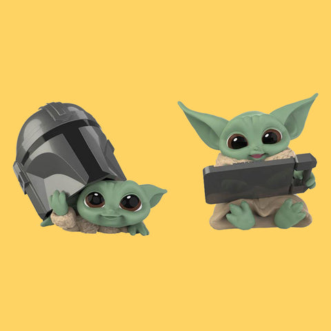 STAR WARS x HASBRO - MANDALORIAN BOUNTY COLLECTION (WAVE 3) THE CHILD / GROGU - HELMET PEEKING & DATAPAD