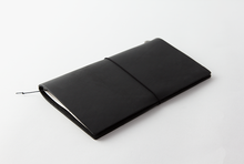 Laden Sie das Bild in den Galerie-Viewer, Traveler's Notebook Leather Black