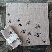 Load image into Gallery viewer, Helen Round Bee Linen Napkins