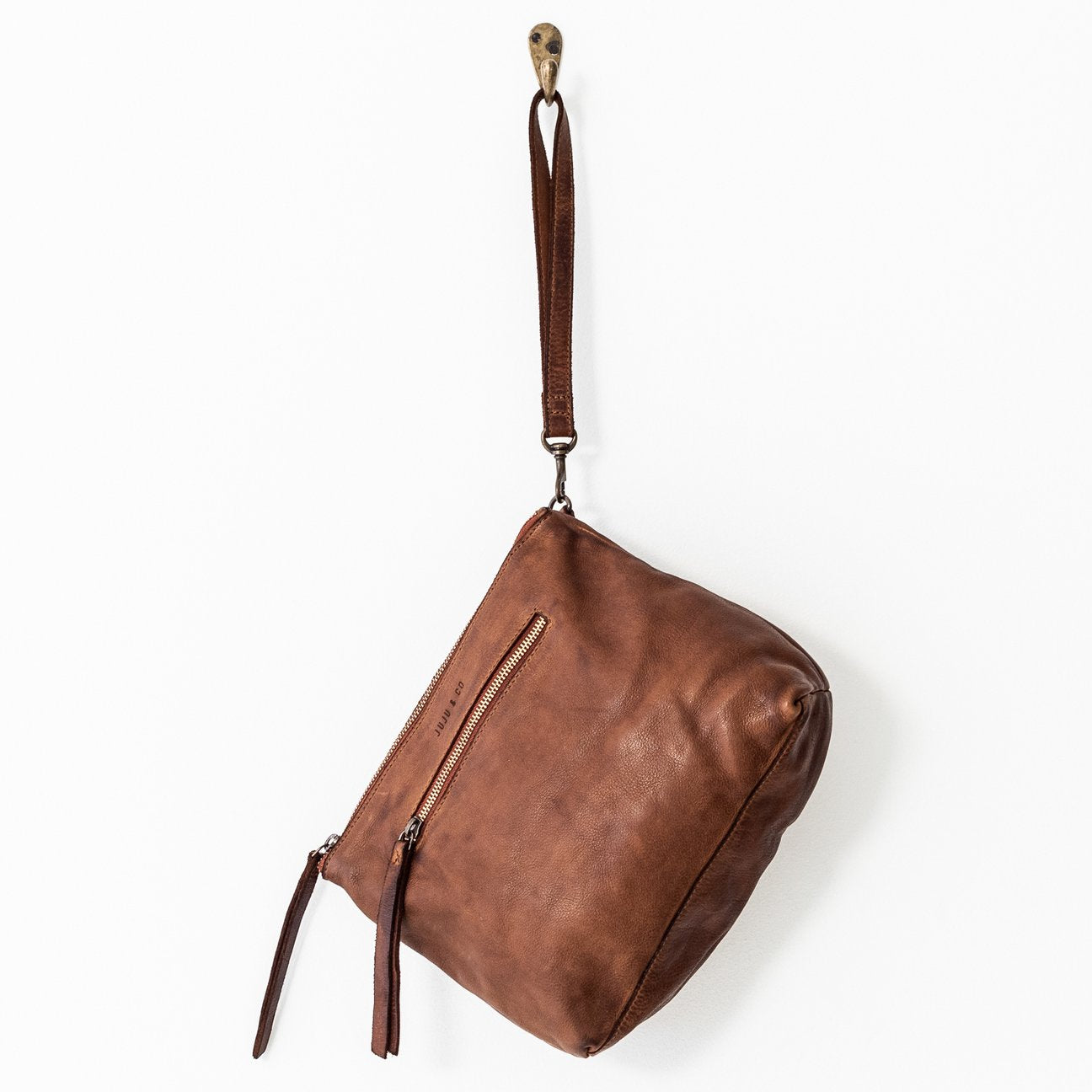 Juju & Co - large essential leather pouch - cognac