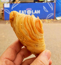 Load image into Gallery viewer, Karipap Pusing (Malaysian Curry Puff) Box