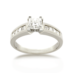 18ct Princess-cut 1.0ct TDW Diamond Shoulder Solitaire
